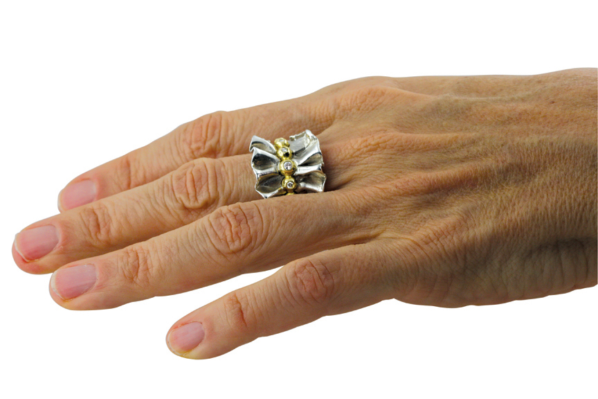 The RUFFLE RING